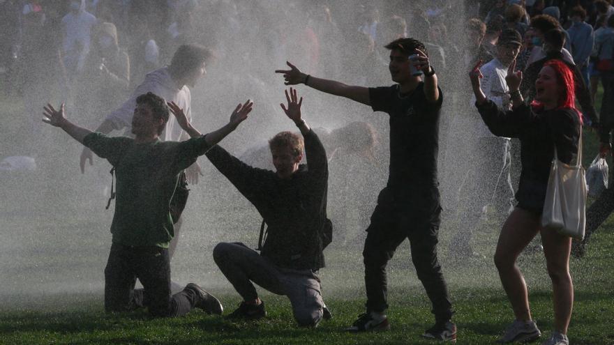 El desalojo de una fiesta ilegal en Bruselas acaba con treinta heridos y veinte detenidos