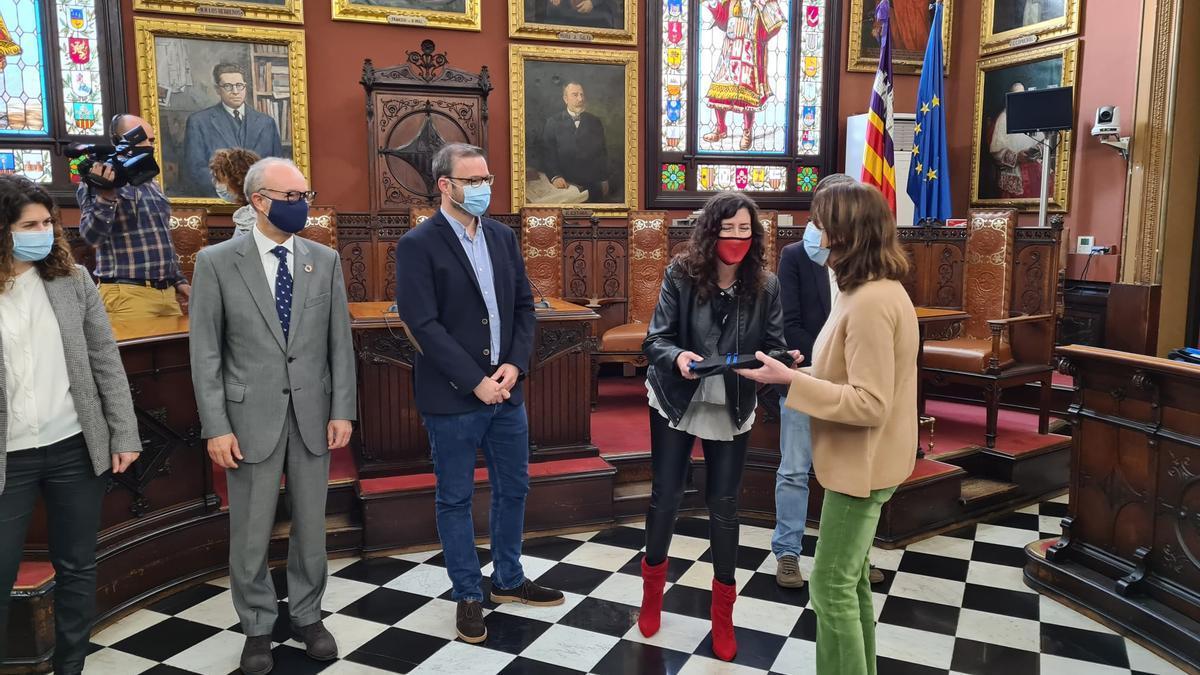 Acte de lliurament d'ordinadors a l'Ajuntament de Palma amb la presència del batle de  Palma, José Hila i el director general d'Endesa a Balears, Martí Ribas.