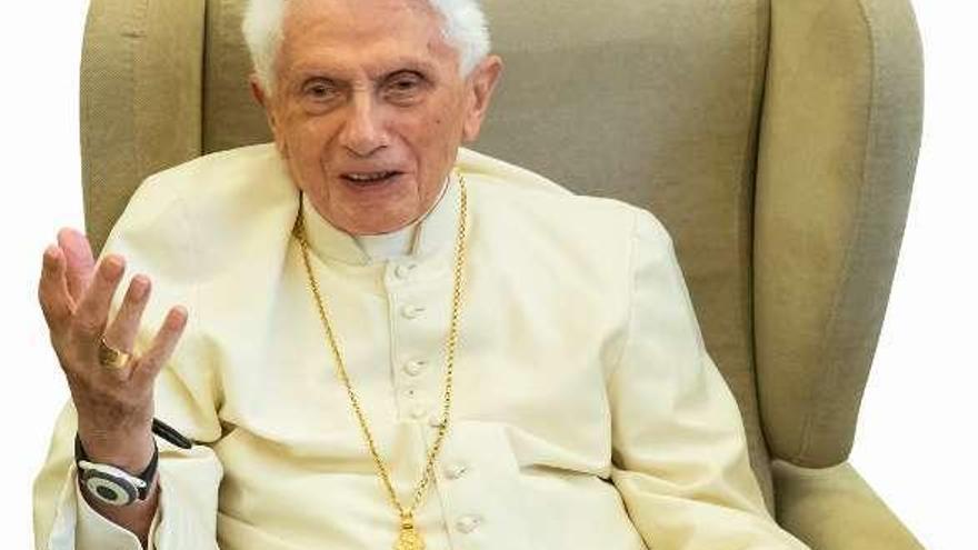 Benedicto XVI borra su nombre del polémico libro sobre el celibato