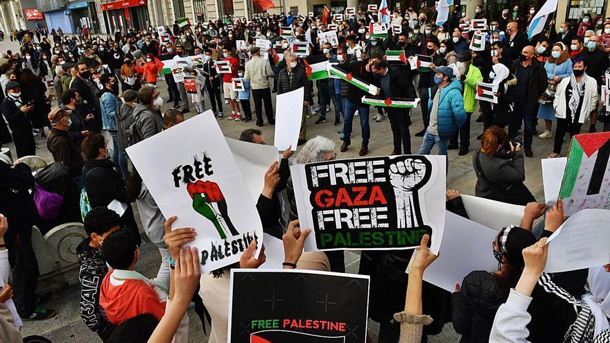 """Protesta contra la """"masacre"""" de los ataques israelíes a Palestina"""