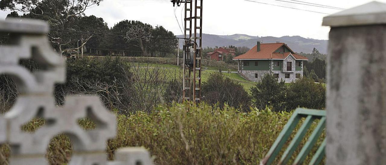 Un transformador eléctrico en El Caliero cuyo traslado está bloqueado por la demora administrativa.   Ricardo Solís