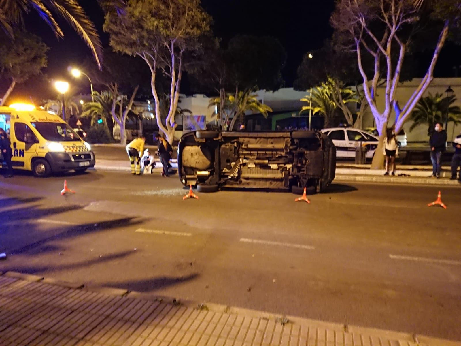 Vuelco de un coche en la Rambla Medular de Arrecife