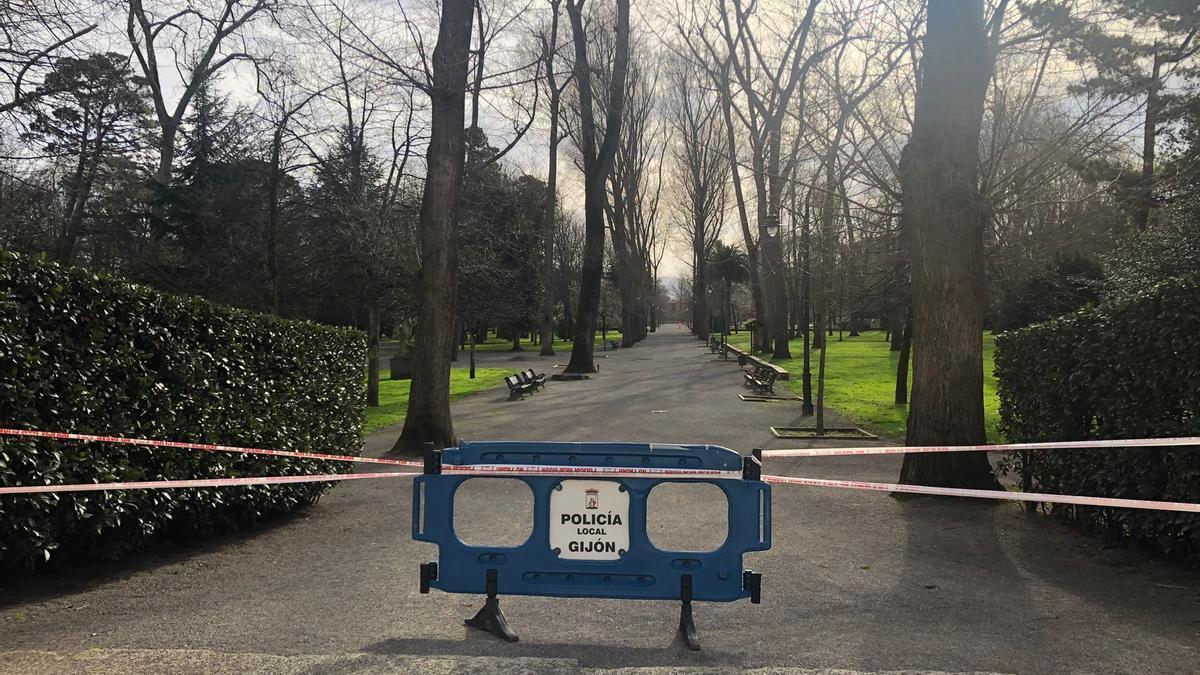 El parque de Isabel la Católica, cerrado.