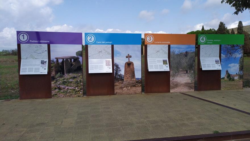 Pau renova els panells de les rutes de descoberta del patrimoni local