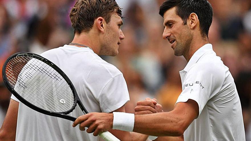 Djokovic se exhibe tras perder el primer set en su estreno  en Wimbledon