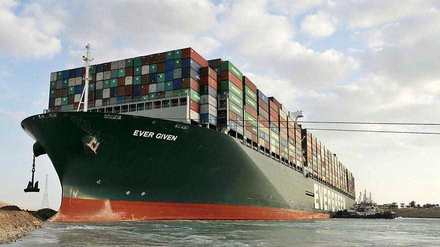 Egipto ya organiza la descarga del 'Ever Given' tras otro día con Suez taponado