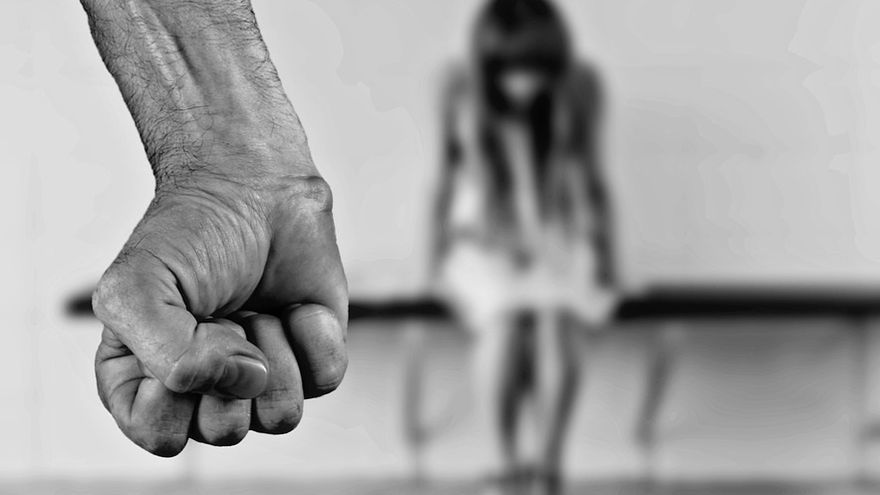 Maltratadores con régimen de visitas y víctimas castigadas por un síndrome que no existe
