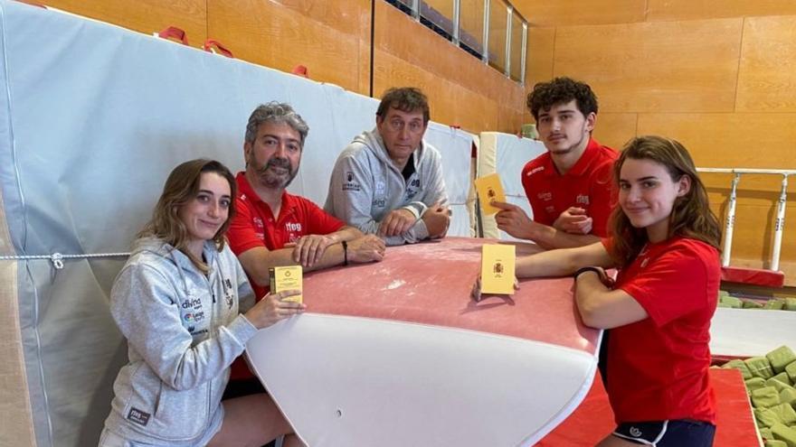 Los gimnastas Cintia Rodríguez, Maia Llácer y  Nicolau Mir se vacunan para los Juegos