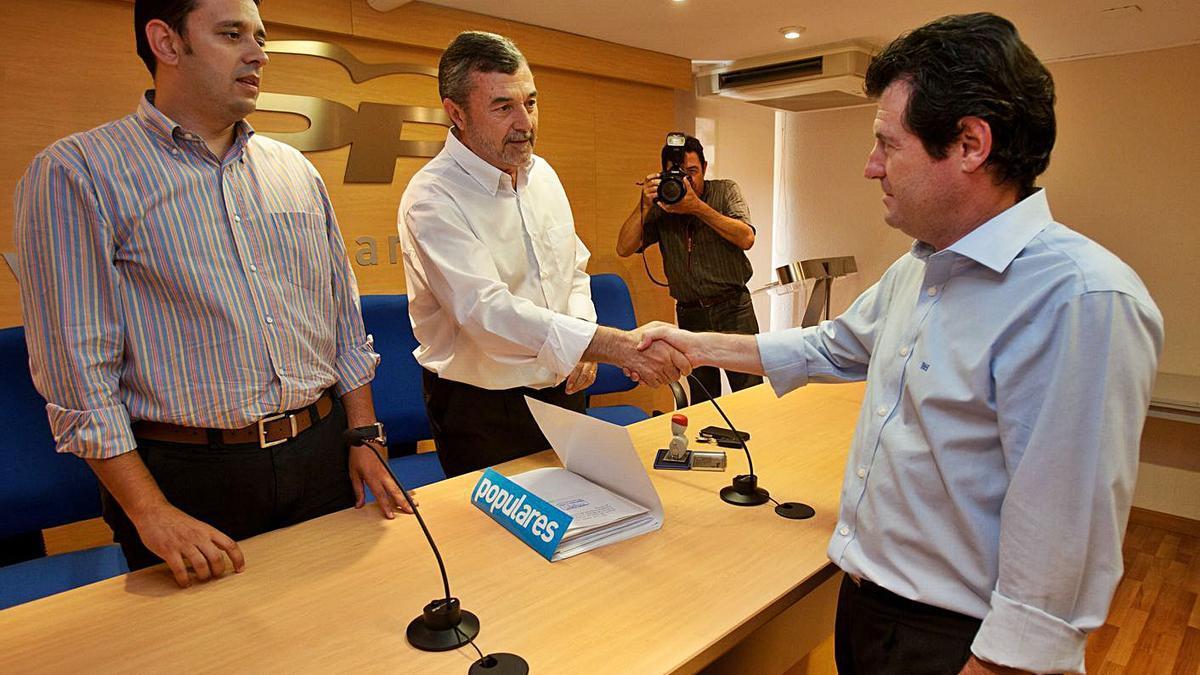 José Juan Zaplana, Pascual Díaz and José Císcar in the old headquarters, in 2012. |  JOSE NAVARRO