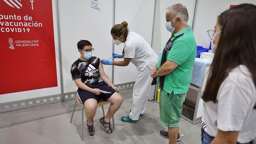 El Consell no aclara si exigirá cuarentena a los estudiantes pese a estar vacunados