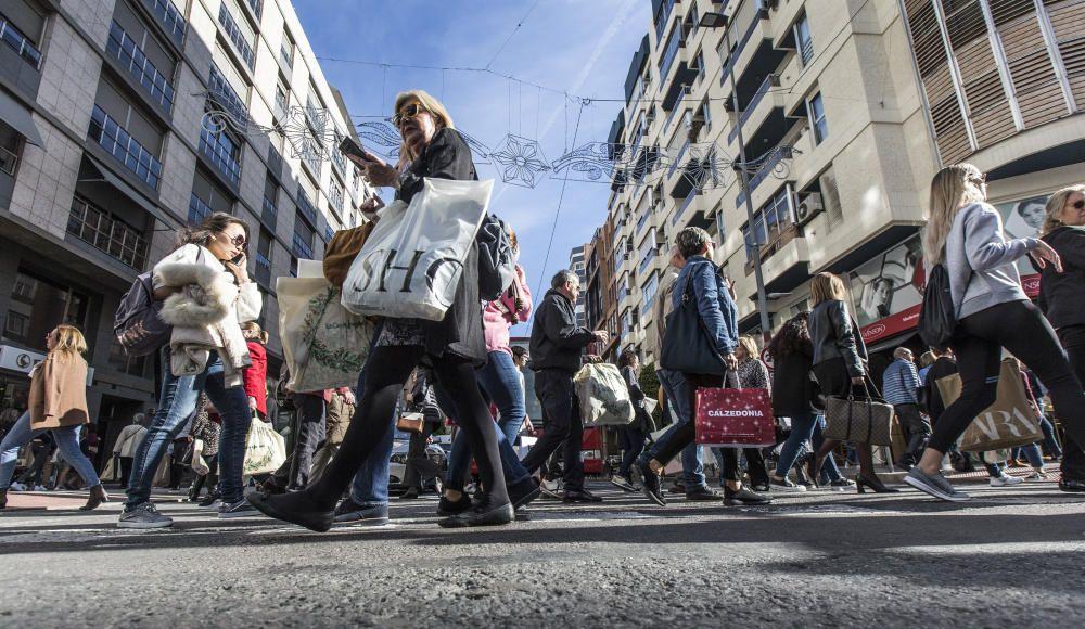 El Black Friday colapsa el centro de Alicante