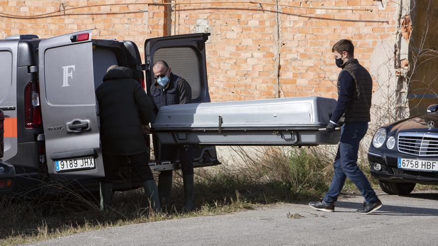 Un hombre con movilidad reducida muere en un incendio en una nave de Aielo de Malferit