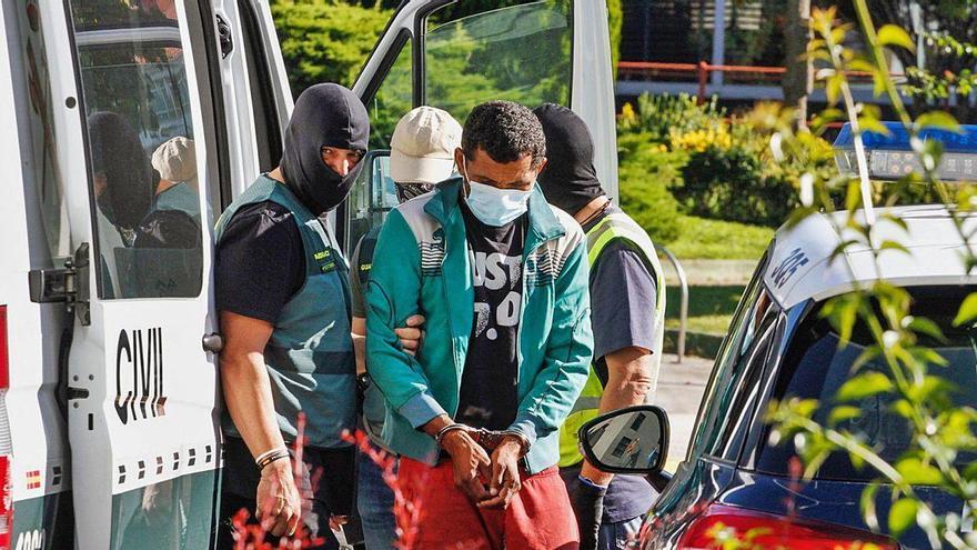 """Ingresan en prisión los detenidos por tratar de ocultar una """"narcolancha"""" en Vilanova"""