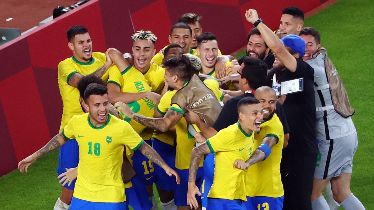 Brasil celebra el pase a la final ante México.