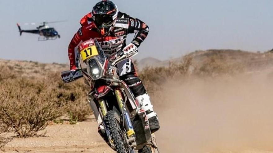 Sainz guanya la primera etapa del Dakar i l'equip Rieju comença amb bon peu