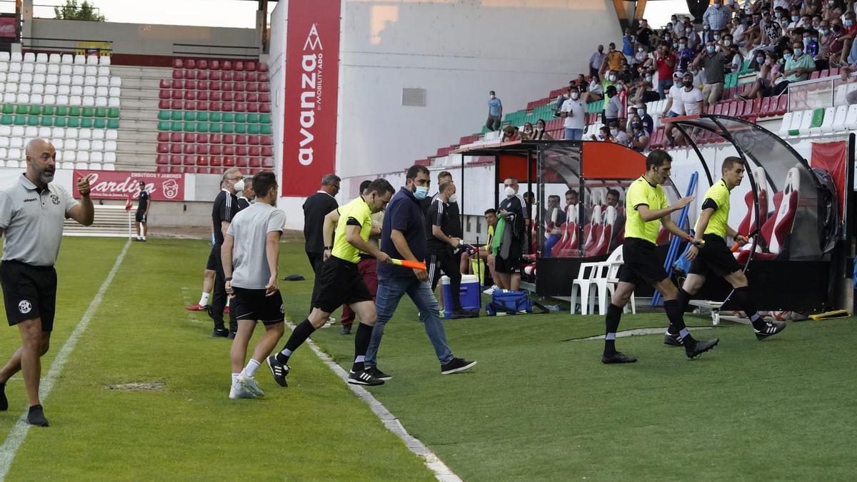 El Zamora CF - Ponferradina acaba sin el trío arbitral