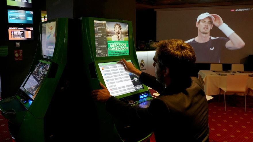 """Los casos de ludopatía """"online"""" aumentan en Castilla y León por la pandemia"""