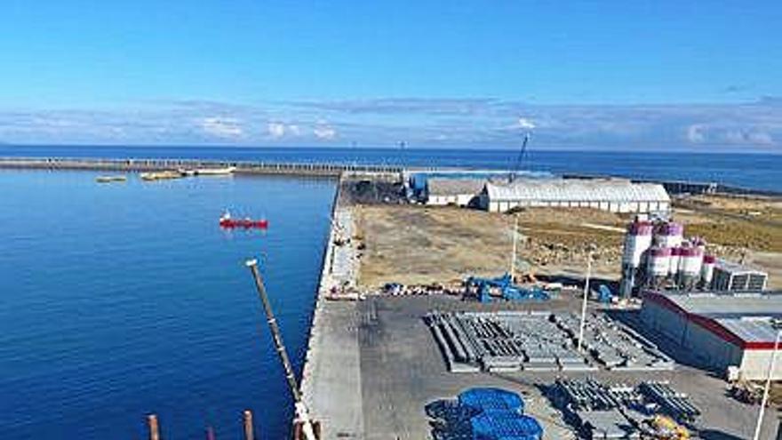 Finalizada la obra del nuevo tramo de muelle de 350 metros de punta Langosteira