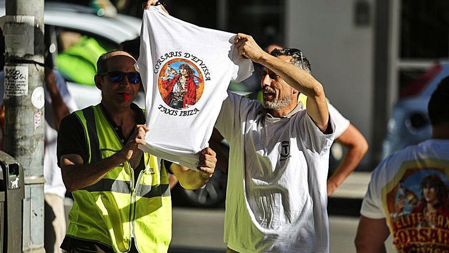 Taxistas denuncian que ya hay en Ibiza 150 furgonetas de alta gama de taxis piratas