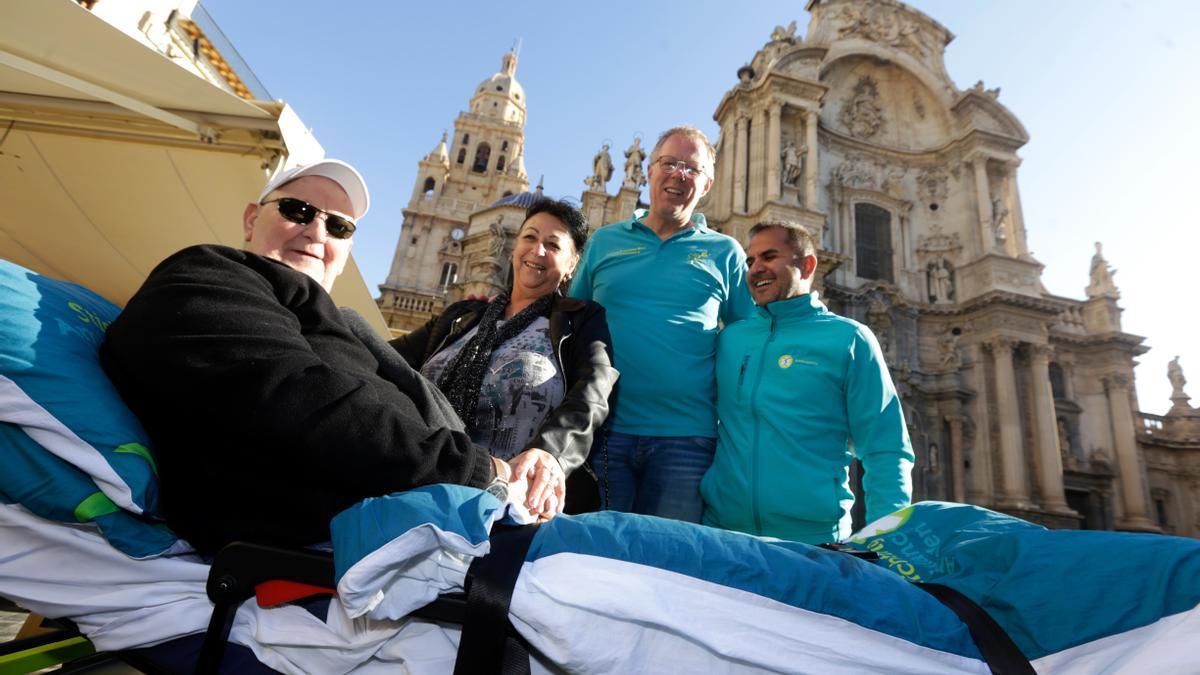 Kees (2ºderecha) durante su visita a Murcia en enero de 2020 para traer a un paciente holandés a conocer la Catedral