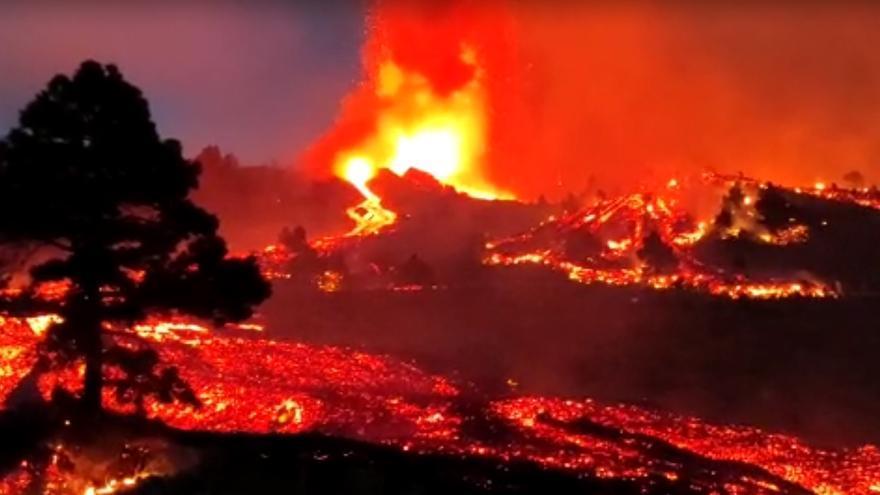 Erupción volcánica: El espectáculo de la lava de noche