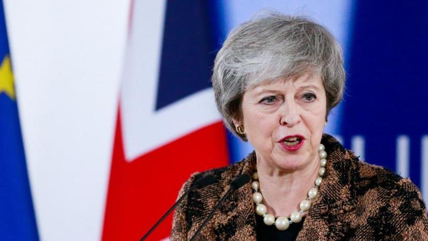 May se opone a otro referéndum del Brexit y critica a Blair por pedirlo