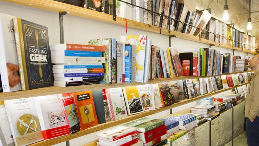 El 80% de los escritores en España no supera 1.000 euros al año por derechos de autor