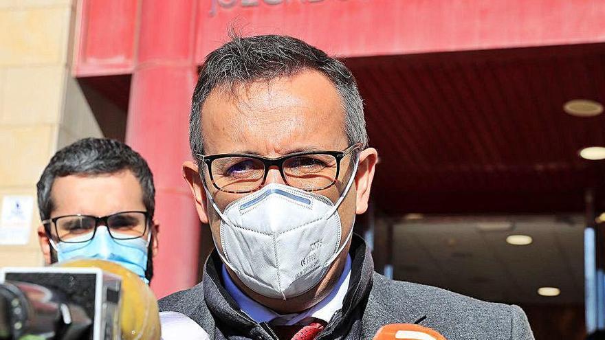 El PSOE contacta con sus grupos para que publiquen su historial de vacunación
