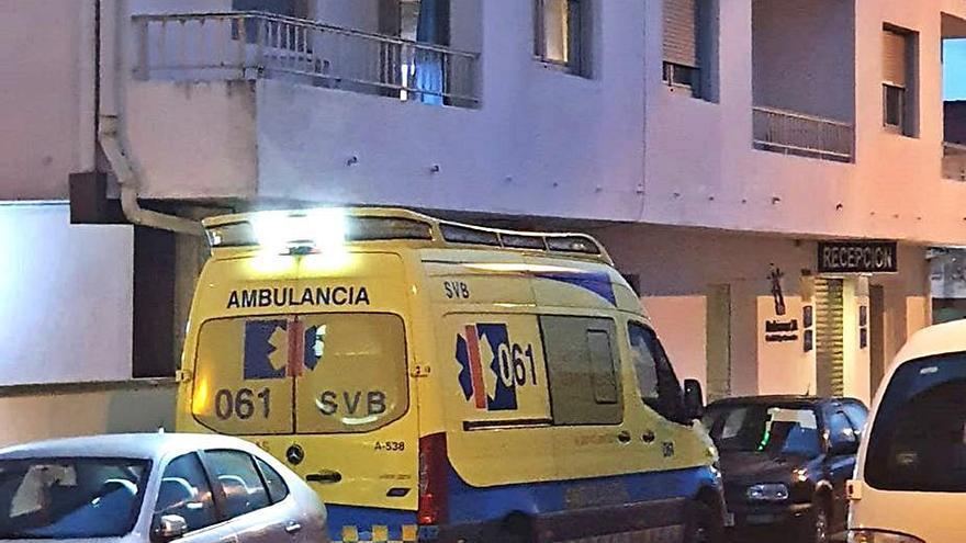 La empresa de ambulancias de Cangas justifica el traslado del personal a un hotel porque la inundación de fecales era notoria