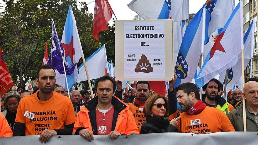 La industria gallega paga por la luz el doble que la francesa pese a las rebajas del estatuto