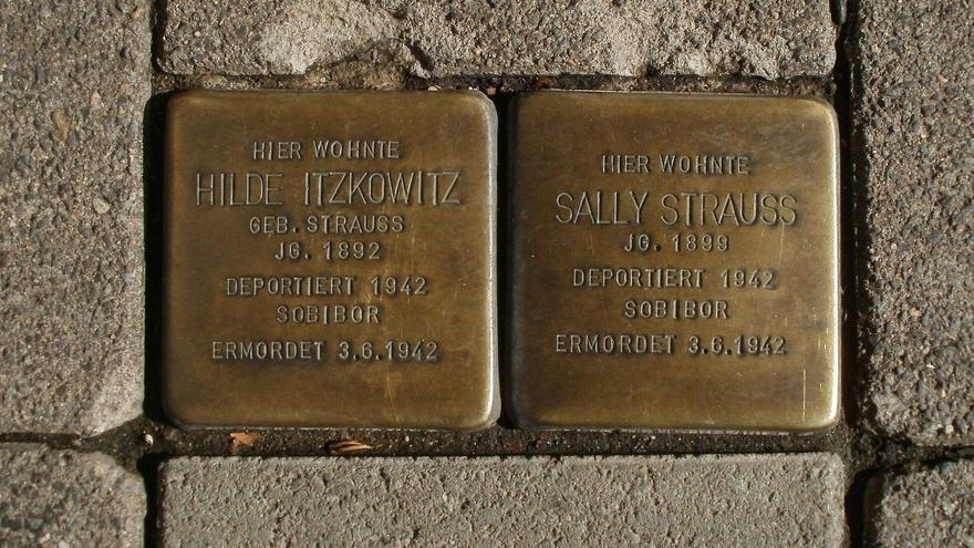 La Jonquera dedica Stolpersteine a dos veïns deportats a un camp de concentració nazi