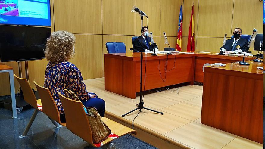 La exalcaldesa de Puçol niega en el juicio que rechazara firmar la sanción a una empresa