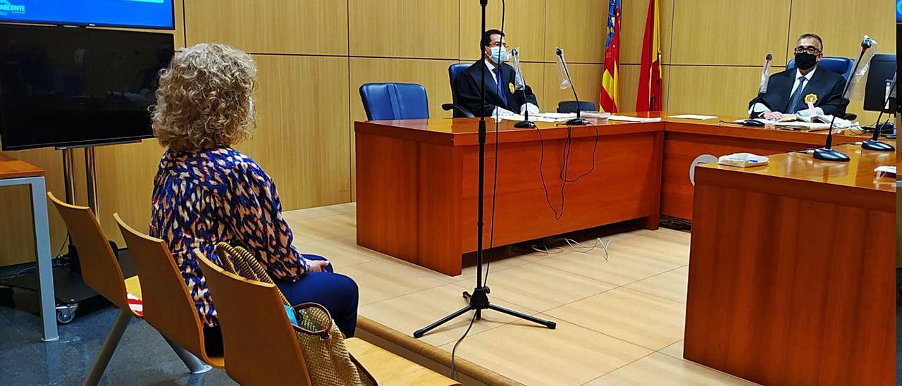 La exalcaldesa Mercedes Sanchis (PP), ayer, durante el juicio en la Ciudad de la Justicia. | A.C.