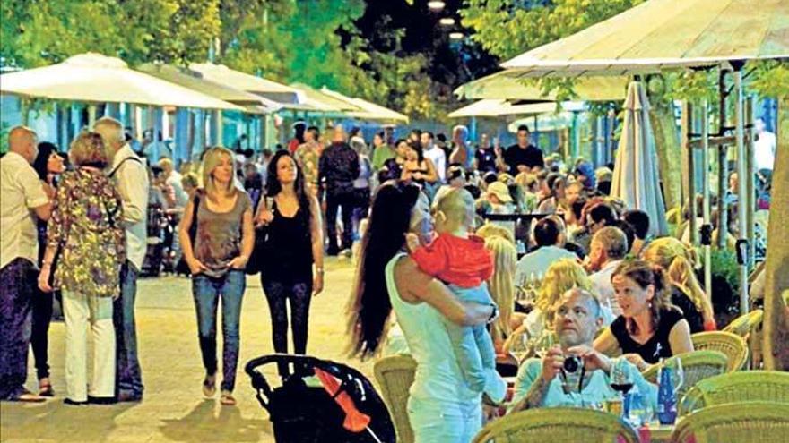 Ringen um jeden Zentimeter für Palmas Café-Tische