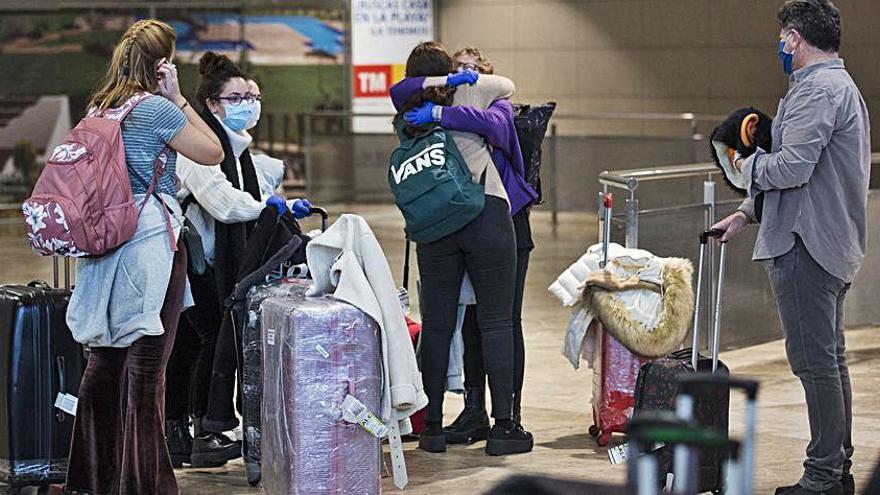 Elda pagará el viaje a jóvenes que residan en el extranjero