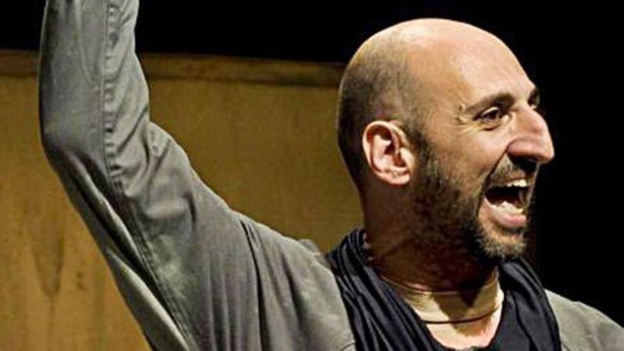 Toni Gomila visita el Teatre Sindicat de Lladó amb «Acorar»