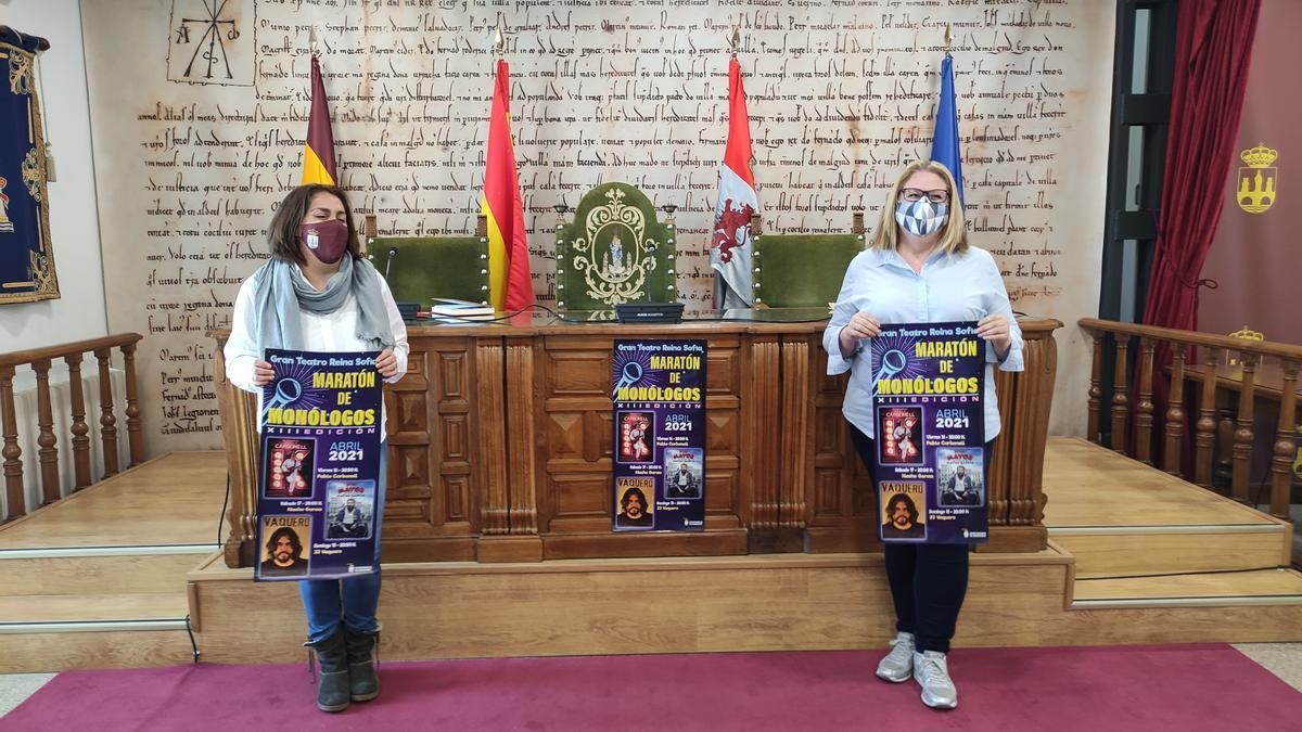 Concejala de Juventud (izquierda) y concelaja de Cultura (derecha) de Benavente, en la presentación. / E. P.