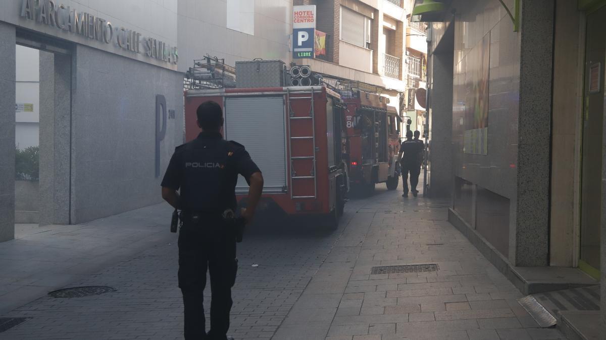 Humo en el párking de la calle Sevilla.