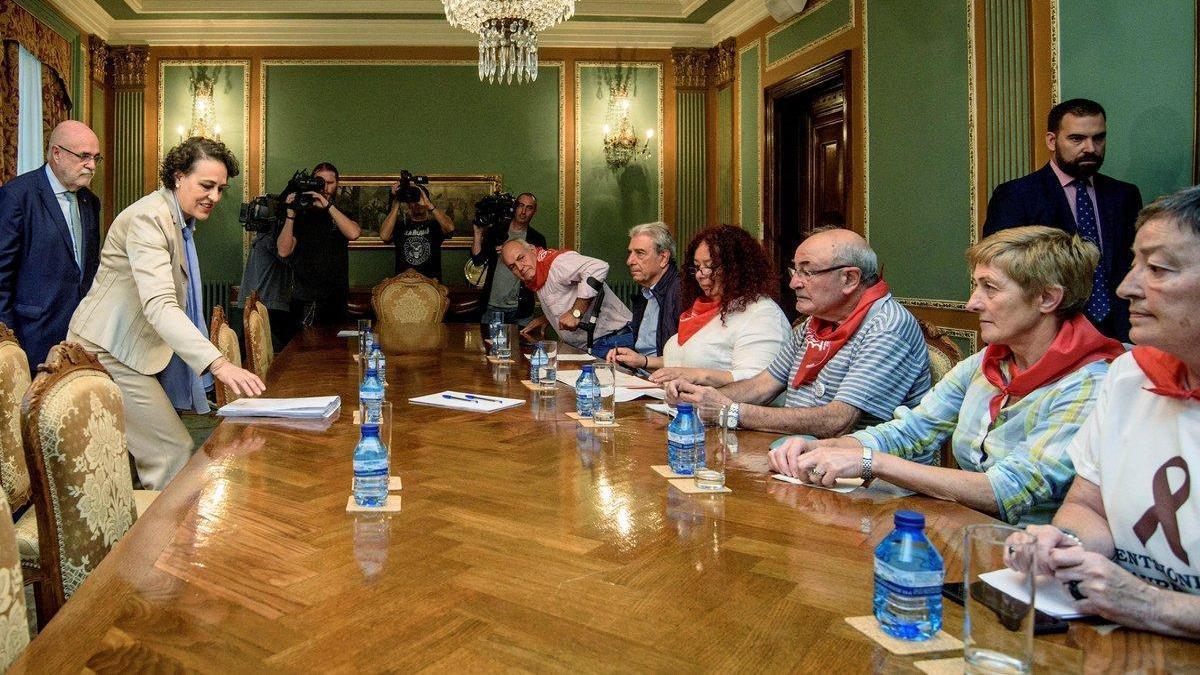 La ministra de Trabajo ve difícil subir las pensiones a los 1.080 euros