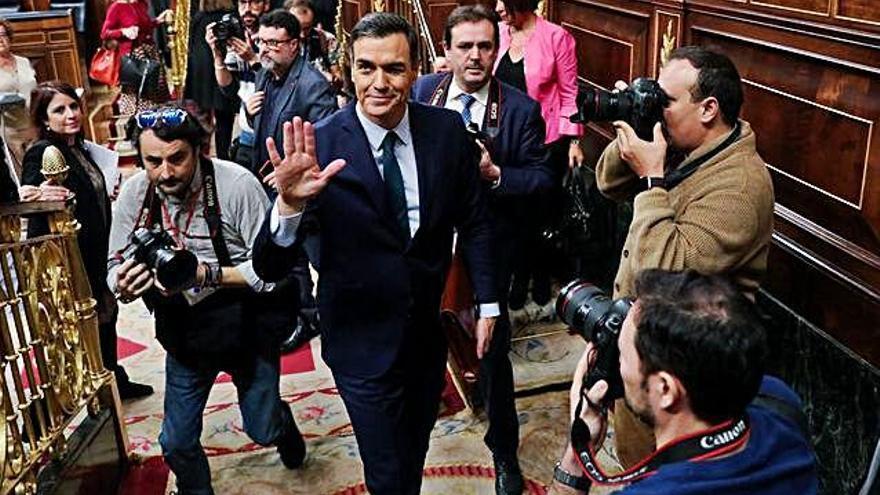 Pedro Sánchez pierde una crispada primera votación pero se garantiza la elección mañana