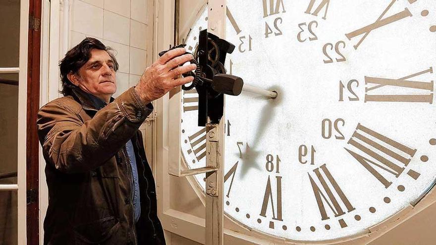 Wer zieht denn jetzt die Rathausuhr von Palma auf?
