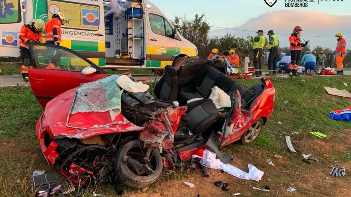 Estado de uno de los coches accidentados en Mollina.