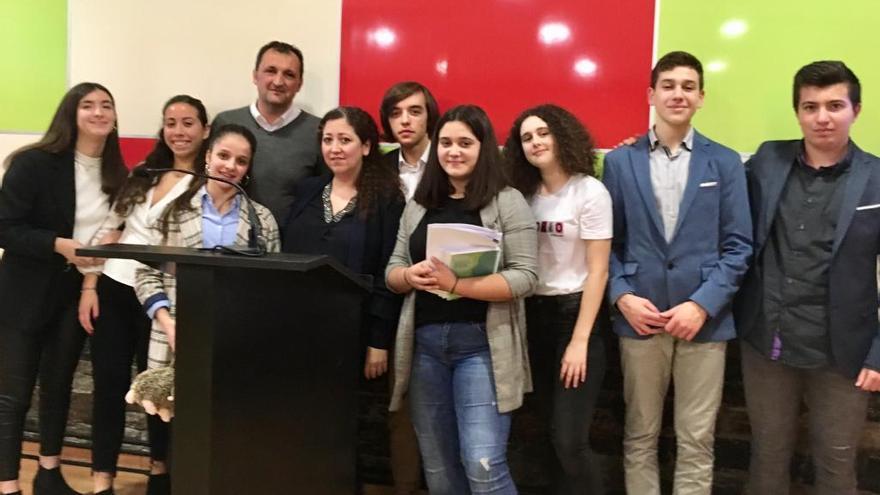 Alumnos del colegio Filipense de Vilagarcía clasificados para la final del Parlamento Xove