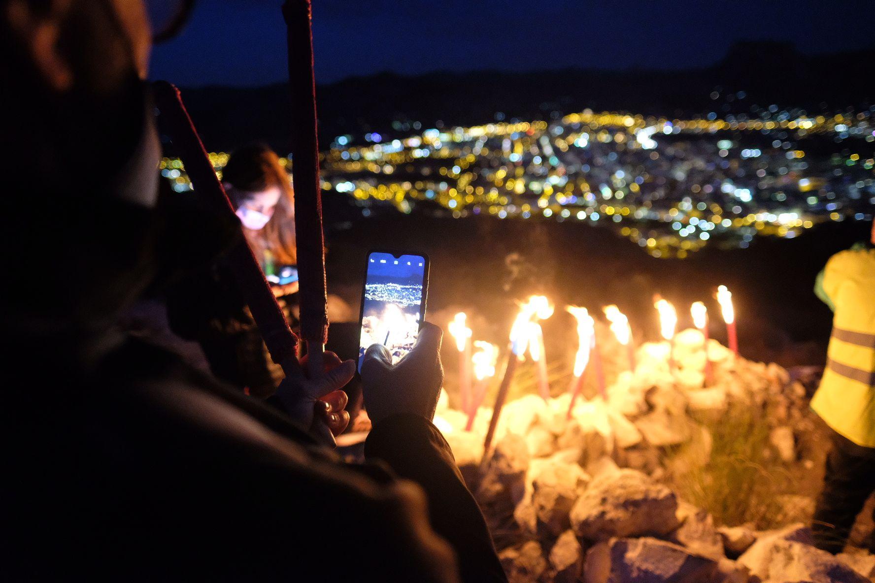 Bajada de antorchas del monte Bolón de Elda en la noche de Reyes