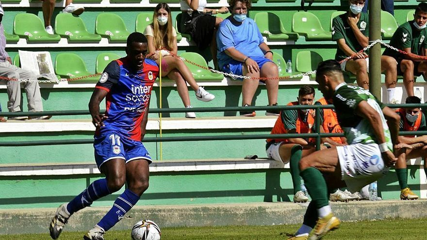 """Dorian: """"El Langreo es el sitio ideal para crecer como futbolista"""""""