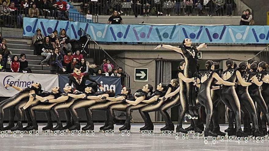 El patinatge en grups de xou torna a porta tancada a Olot