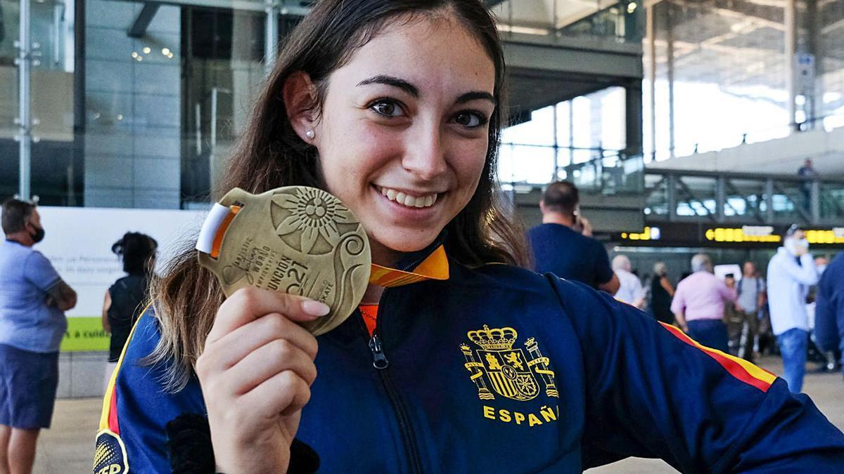 La campeona malagueña aterrizó en Málaga pasadas las cuatro y media de la tarde