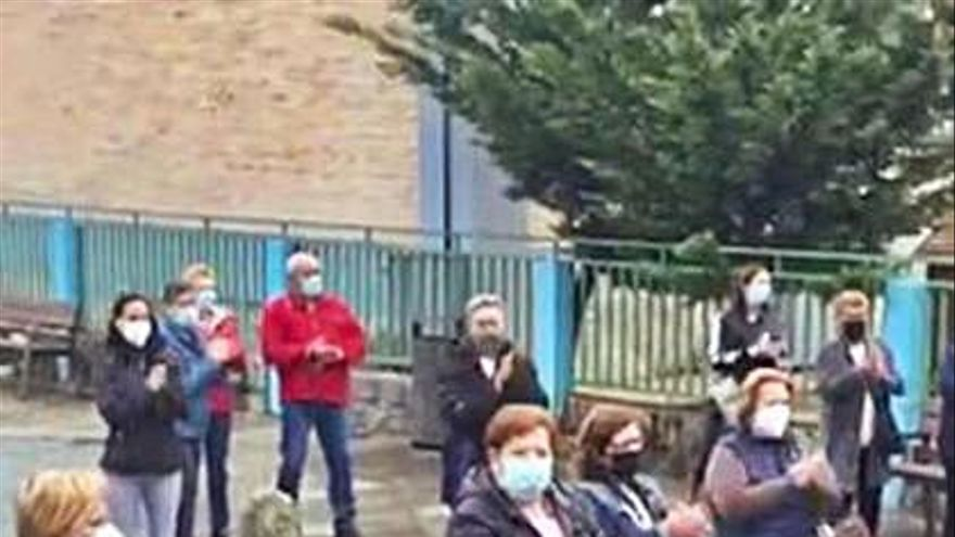 Los vecinos de Vilanova salen en apoyo del sacristán investigado por presuntos hurtos en la iglesia