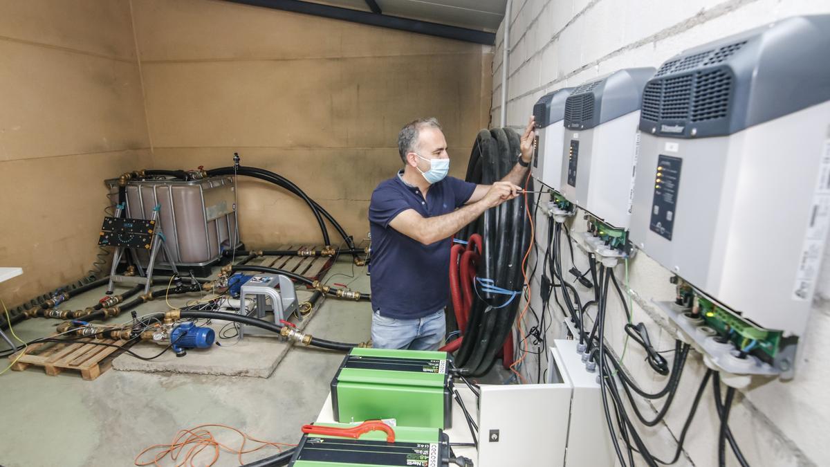 El investigador José María Ceballos, en el circuito de pruebas que también se incorporará al 5G.