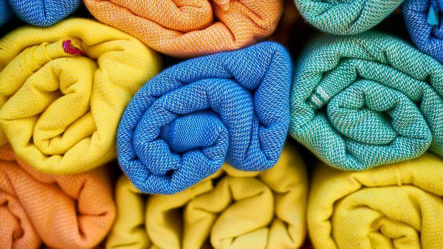 El truco para guardar las toallas de la playa y los bañadores hasta el verano sin que huelan a húmedo
